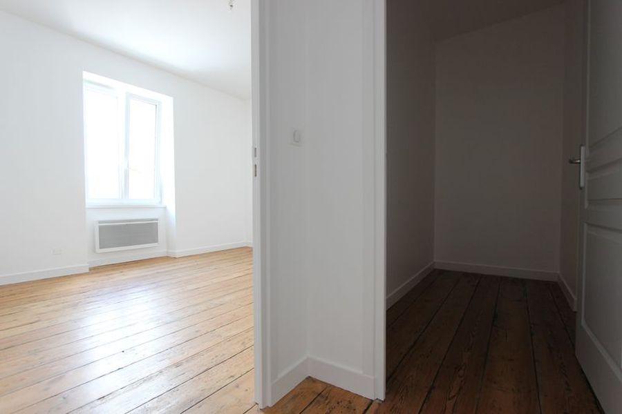 Location appartement grand t2 r nov rue du parc quimper for Agence appartement quimper