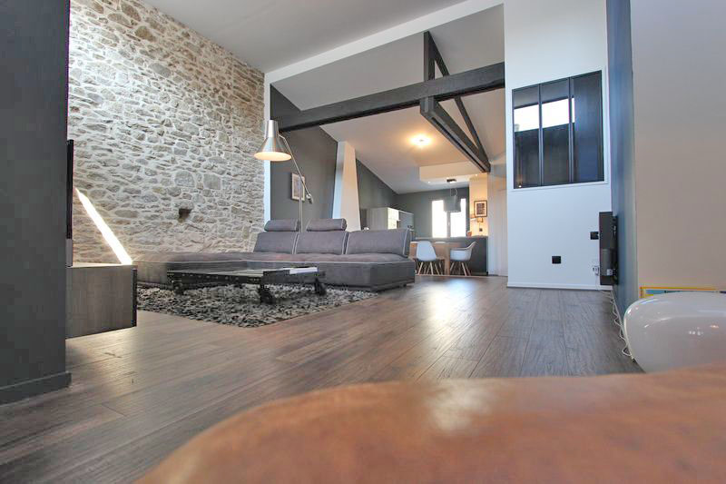 A vendre un loft en hyper centre de quimper l 39 agence for Achat immobilier loft