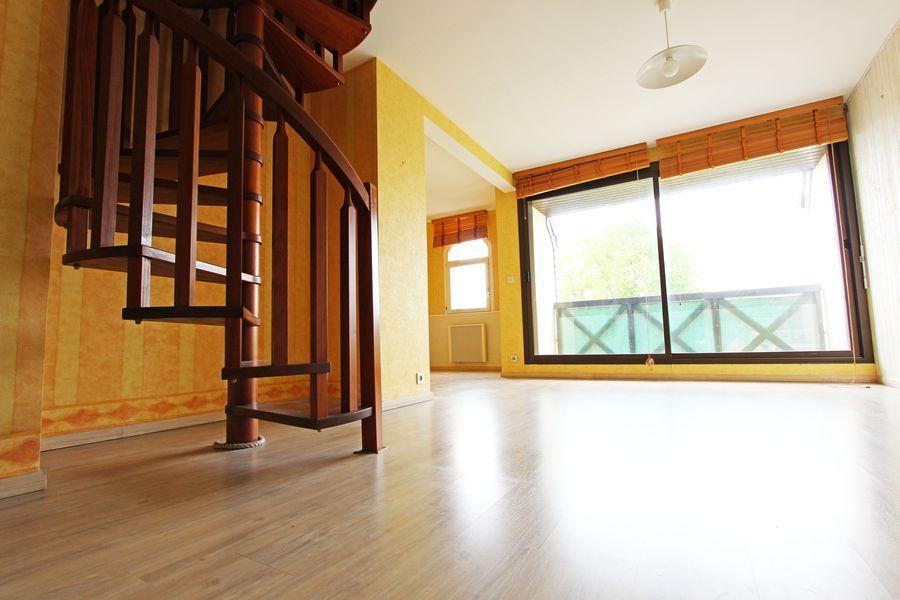 A vendre un bel appartement duplex quimper centre l for Agence appartement quimper